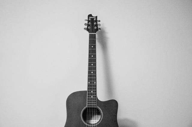 guitar-823615_1920